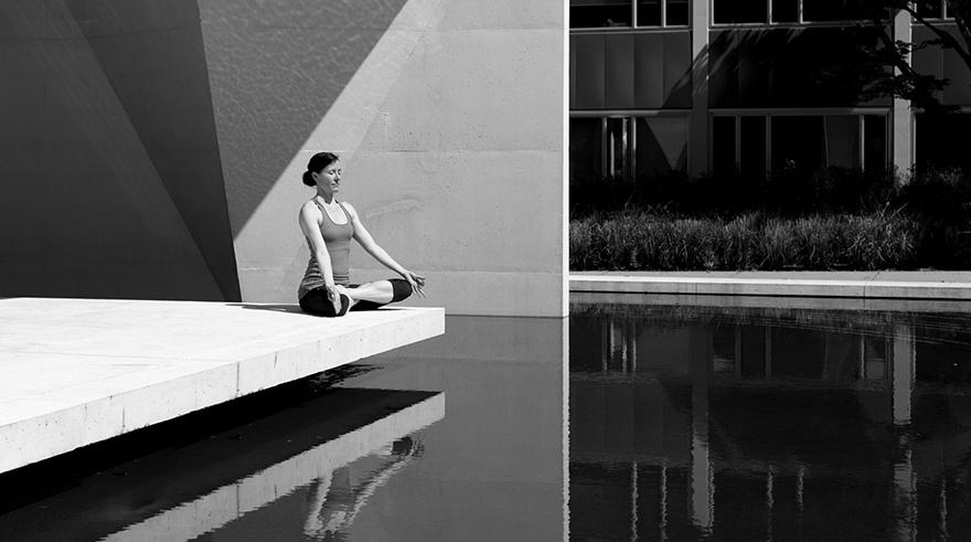 meditation-outside-city-setting.jpg
